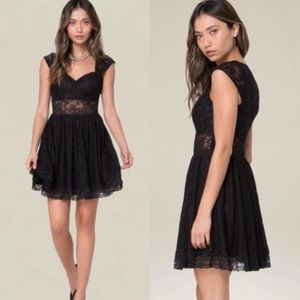 ⭐️NWT⭐️ BEBE Black Lace Sweetheart Dress